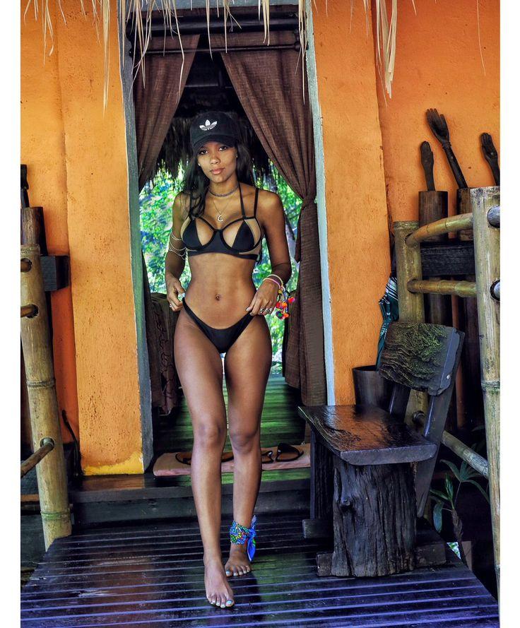 Mulheres Em Bikini No Cordoba-92004